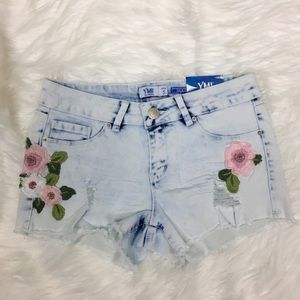 YMI Mid-Rise Embroidered Shorts Size 5